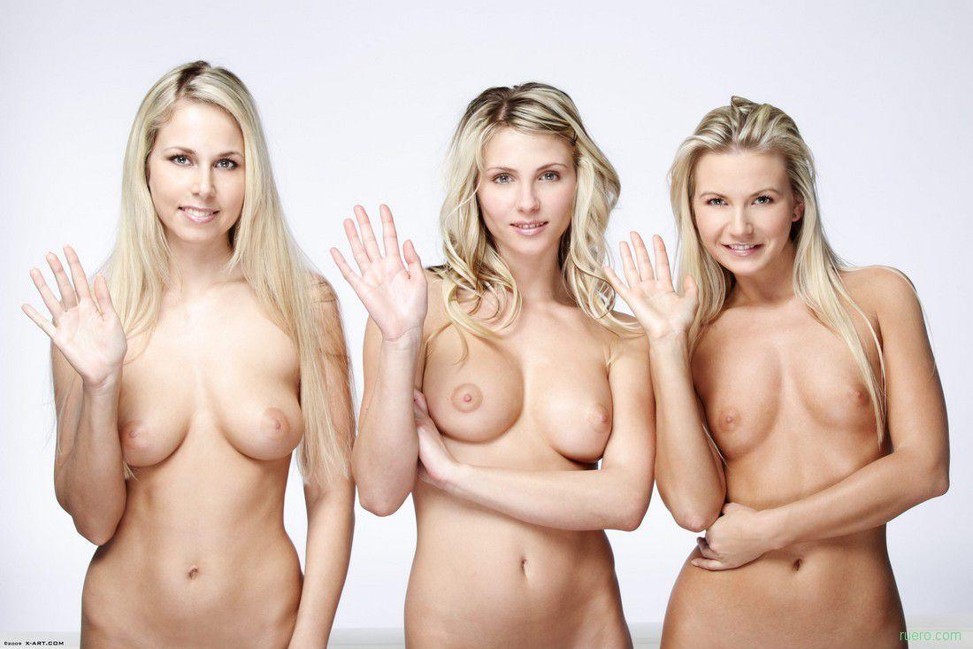 2-golie-blondinki