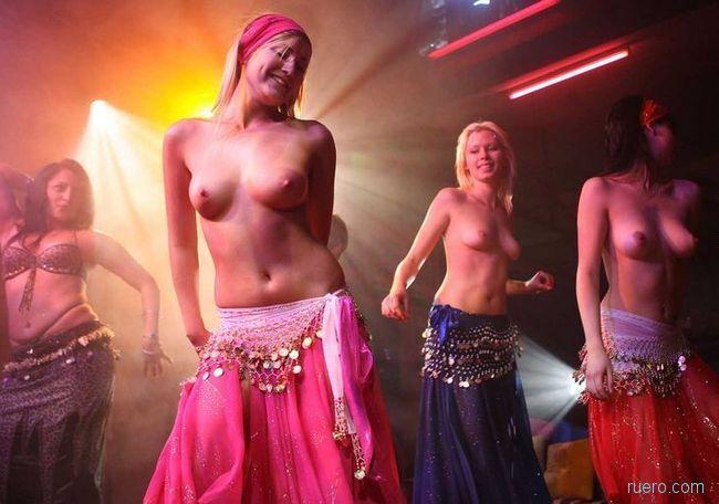 видео профессиональных откровенных танцовщиц где каких