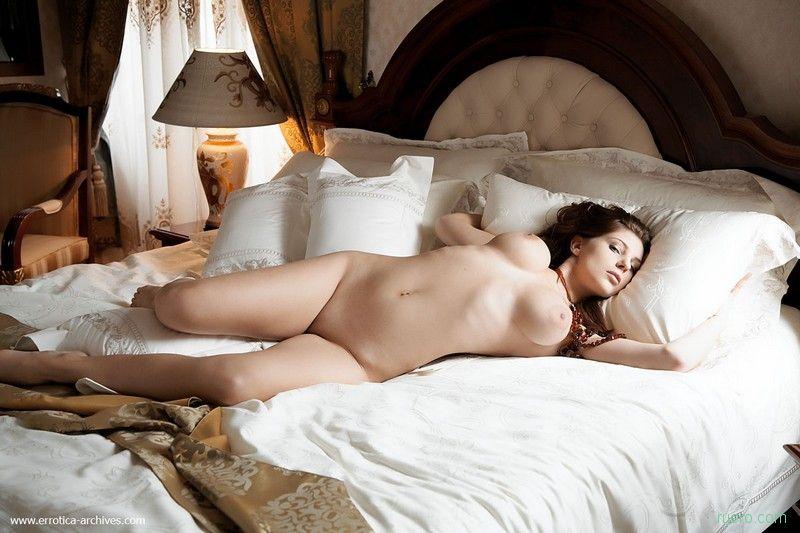 Голые телки в постели фото 78512 фотография