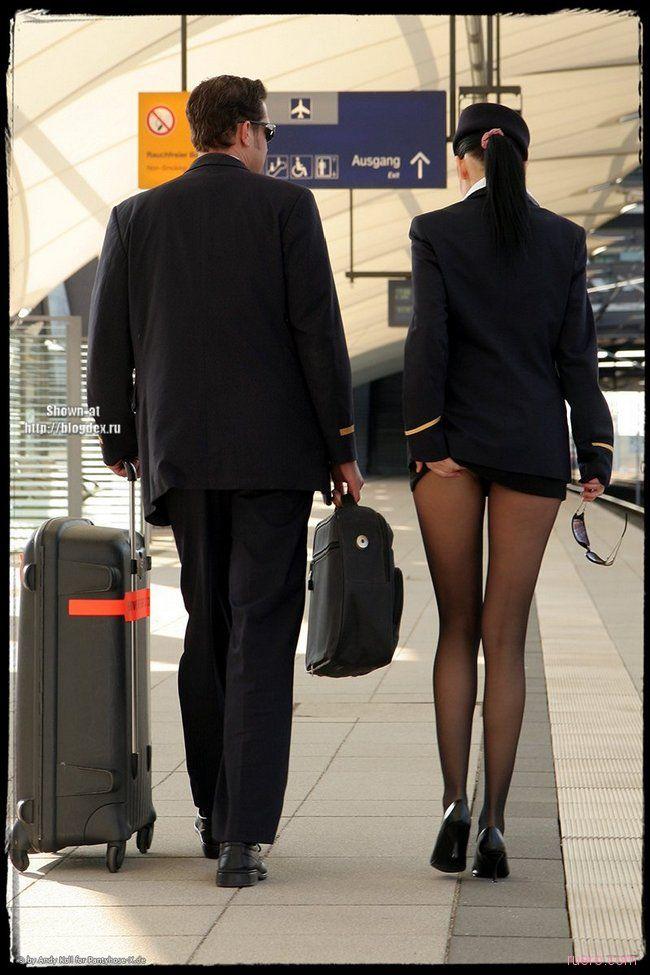 стюардессы под юбками подсмотрено
