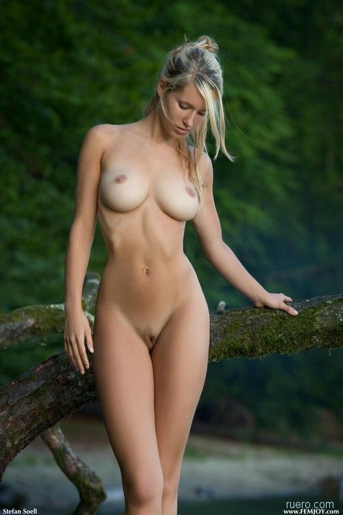 http://ruero.com/pic/091107/Heidi/image_0.jpg