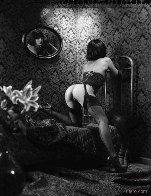 Фото Обнаженная Женщина Борделя