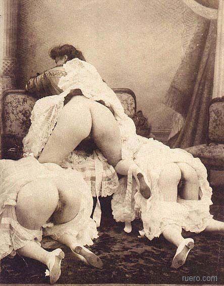 video-seks-v-tsarskie-vremya-golie-devushki-na-operatsionnom-stole