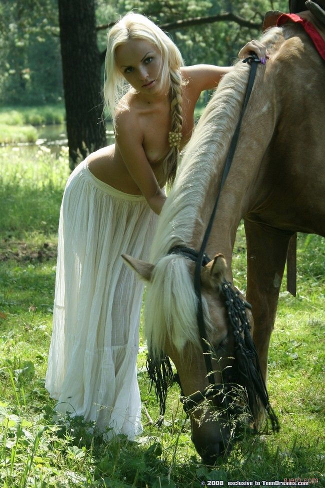 blondinka-naezdnitsa