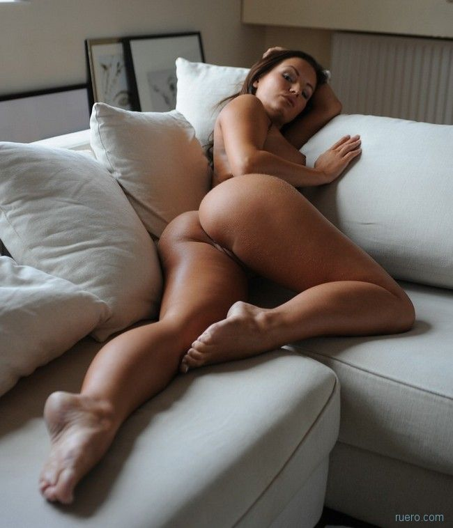 Hot marianne poses on couch — pic 9