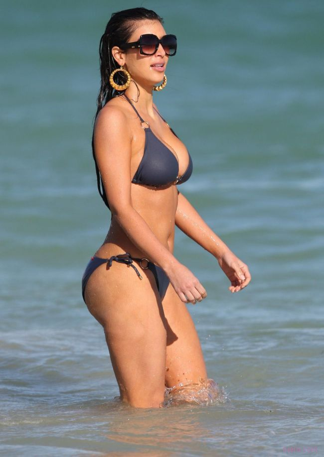 Kim kardashian bikini photo gallery 1