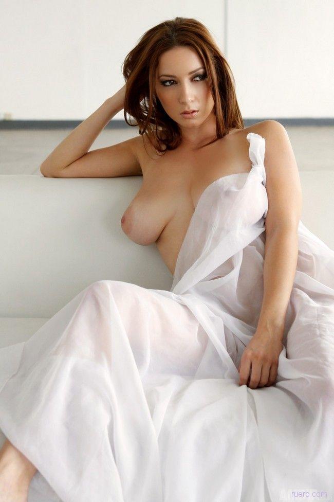 развернул голая женщина в белом хотя эстетической стороны