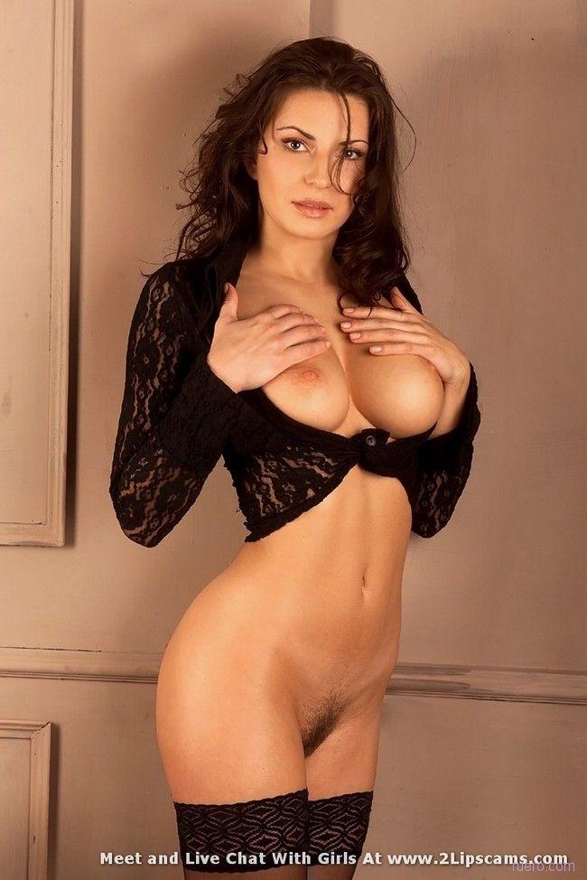 http://ruero.com/pic/300309/brunetred/image_4.jpg