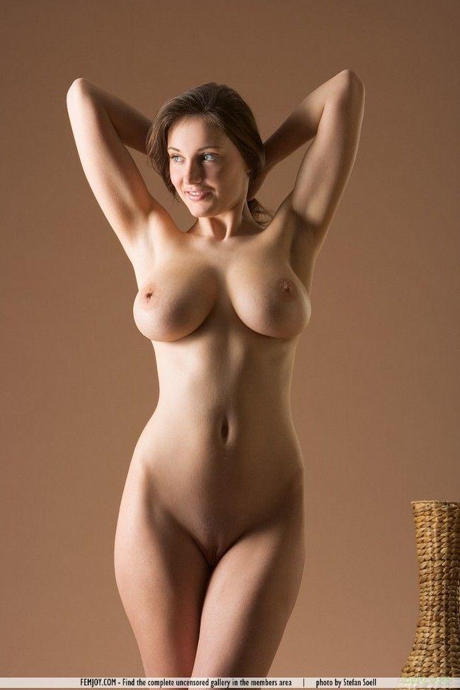Красивые голые бедра женщин — pic 7