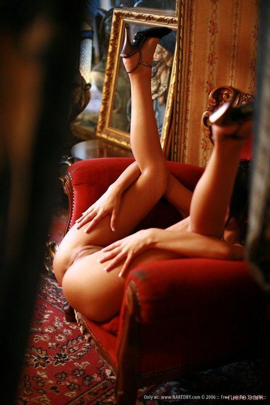 голая в кресле фото-иг3