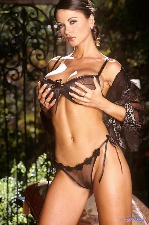 Вероника Земанова с шикарной грудью