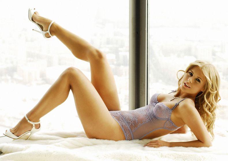 http://ruero.com/uploads/posts/2009-04/1239826272_anna_vishnevskaya_03.jpg