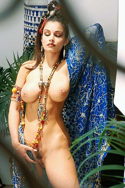 голые восточные бабы фото