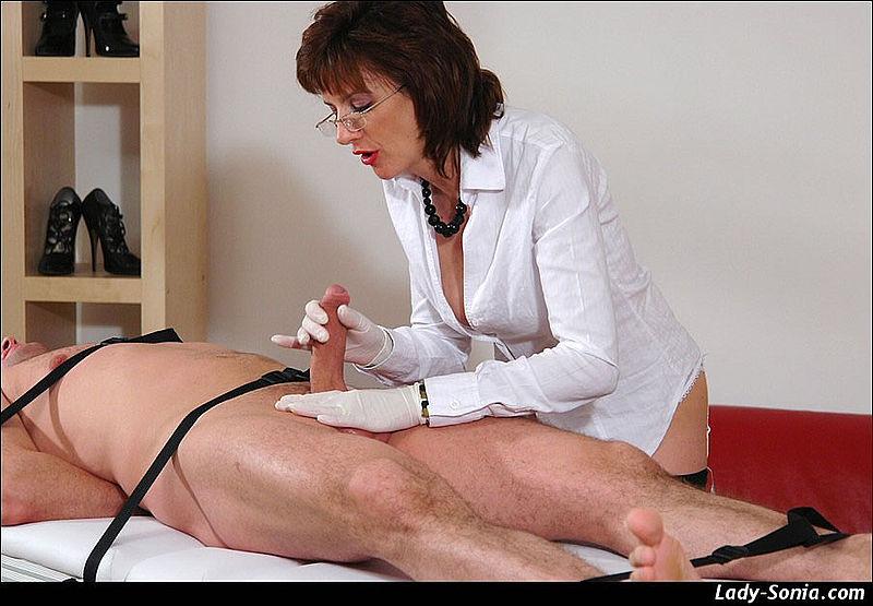 женщины на приеме у врача частное фото