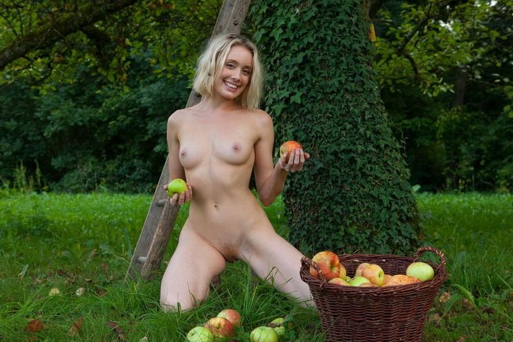 Света порно голая с яблоками кончают горло